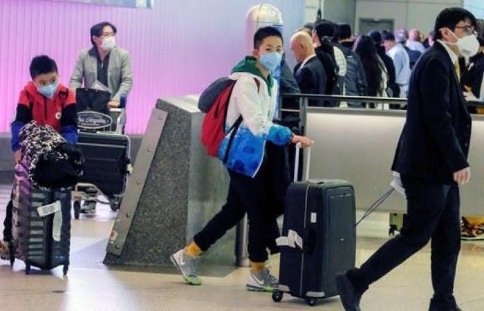 الخليج   الإمارات تدعو المواطنين والمقيمين لتجنب السفر بسبب كورونا