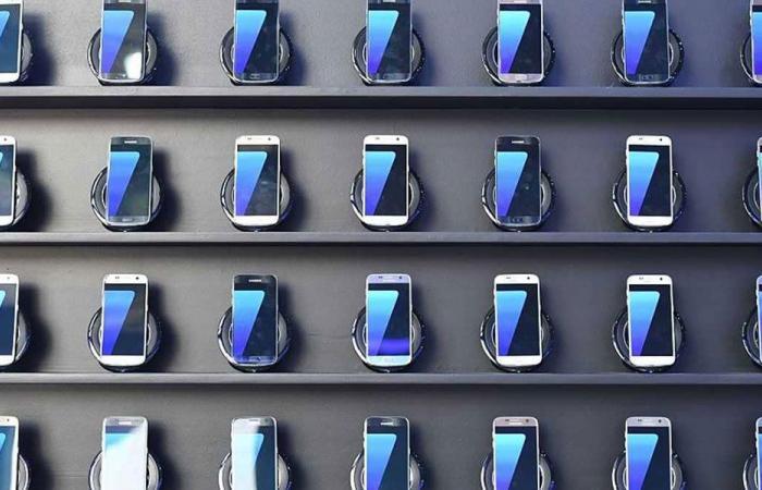 """""""سامسونغ"""" توفر خدمة تعقيم للهواتف مجانا"""