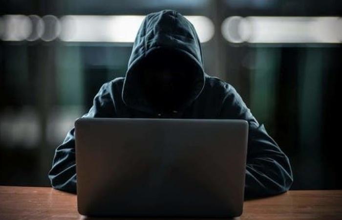 كورونا يحصد الأرواح ومجرمو الإنترنت يسرحون ويمرحون!