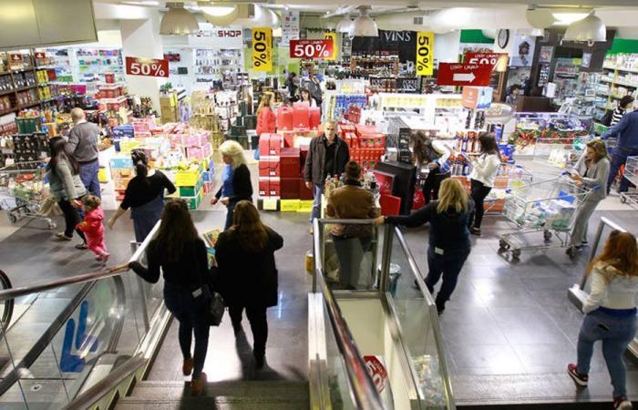 الاقتصاد المتهالك ينتظر مساعدات لن تأتي
