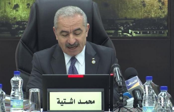 فلسطين   رئيس الوزراء يشيد بالتزام المواطنين بإجراءات الطوارئ ودرجة وعيهم وتعاونهم للحفاظ على حياتهم