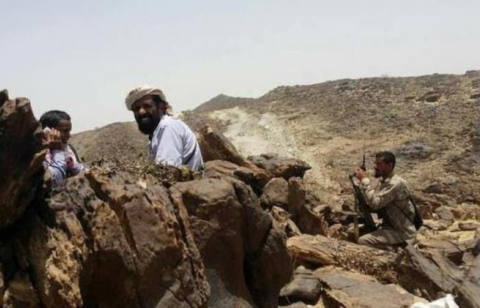 اليمن   خلفت 20 قتيلاً وجريحاً.. اشتباكات بين مسلحين حوثيين وقبليين وسط اليمن