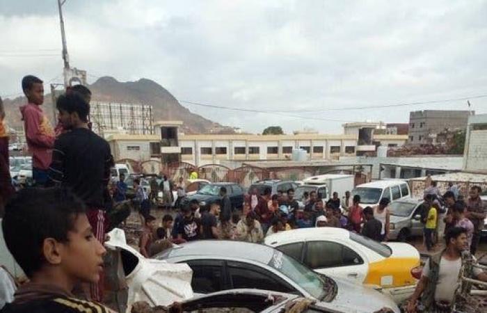 اليمن | صور صادمة.. أمطار غزيرة تجتاح عدن وتوقع ضحايا وتخلف أضراراً
