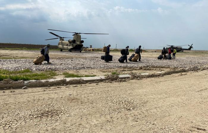 العراق | التحالف الدولي يسلم قاعدة القيارة للقوات العراقية