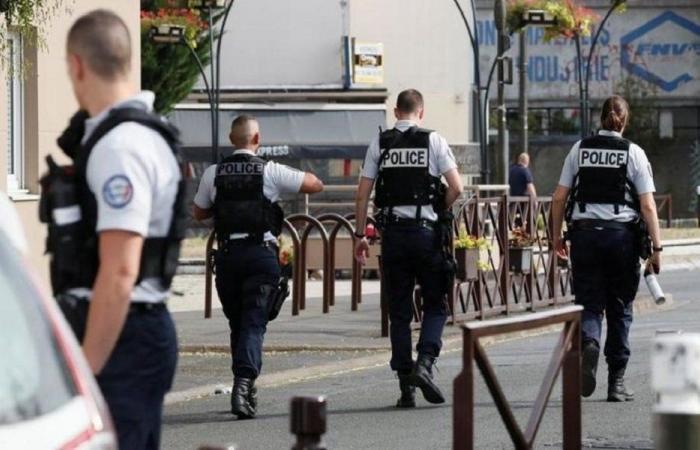 الهند.. شرطي يرتدي خوذة على شكل كورونا لإخافة الناس! (صور)