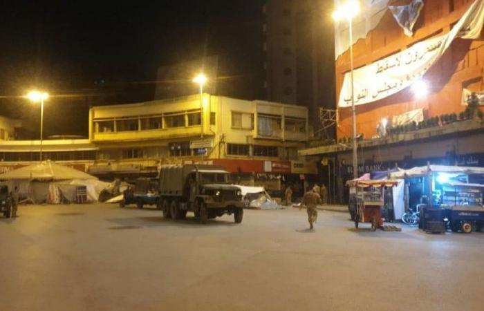 الجيش يزيل الخيم في ساحة النور ويفتح الطريق (صور وفيديو)
