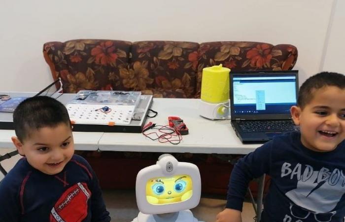 في زمن كورونا… لبناني برمج روبوتًا لمساعدة المسنين والتلامذة
