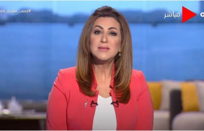 وقف مذيعة التفزيون المصري دينا عبد الكريم بسبب كحة على الهواء!