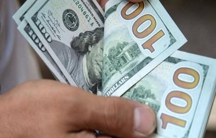 الليرة التركية تهبط أمام الدولار بعد استقالة وزير الداخلية