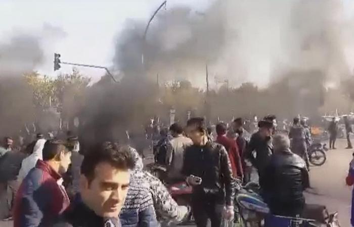 إيران   العمال رفضا للأجور في إيران: نحتاج الضعف لمواجهة الغلاء