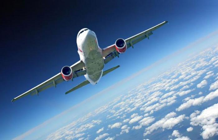 مفاجأة على متن الطائرة التي ستصل من باريس إلى لبنان