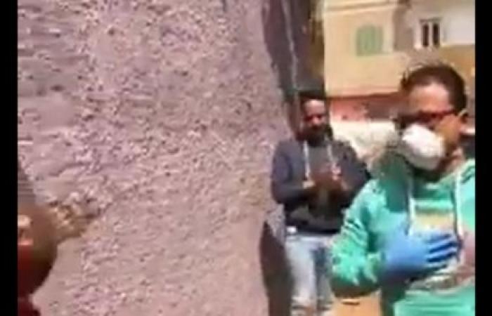 مصر | هكذا استقبل أهالي قرية مصرية ممرضاً تعافى من كورونا
