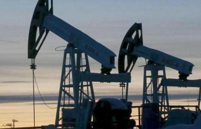 ارتفاع النفط متعافياً من خسائر كبيرة تكبدها في الجلسة السابقة