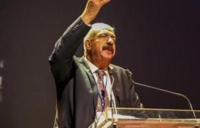 فلسطين | الشاعر يوسف عبد العزيز: كل قصيدة أكتبها تقربني إلى فلسطين أكثر