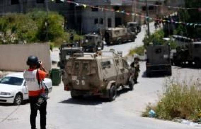 فلسطين | نقابة الصحفيين تستنكر اعتداء قوات الاحتلال على الصحفيين ناصر ومجدي اشتية في يعبد