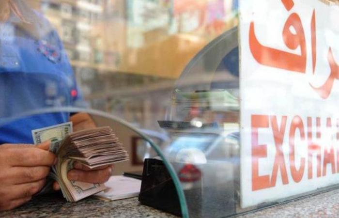 """مصادر مصرفية: """"المركزي"""" لا يتدخّل في سوق الصرّافين"""