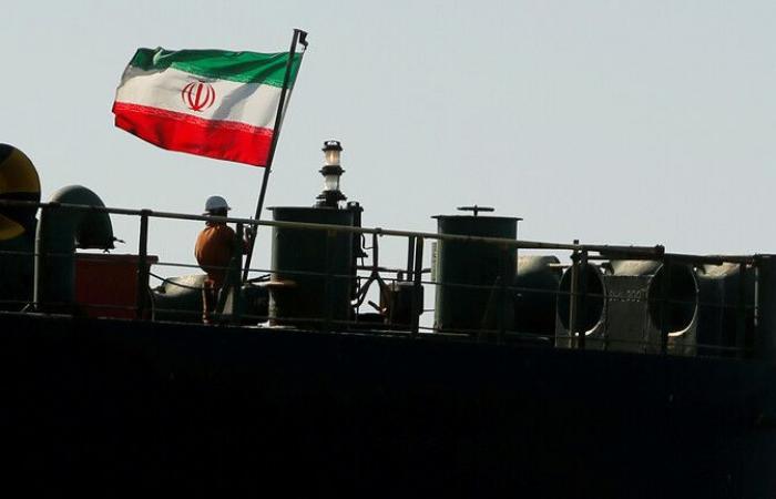 صادرات النفط الإيرانية تنخفض إلى مستوى قياسي