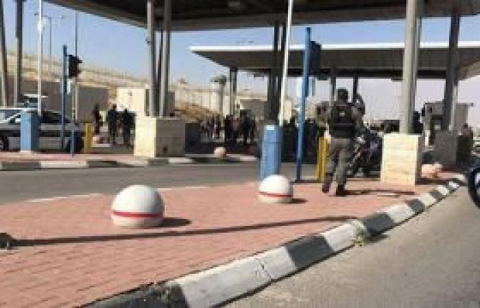 فلسطين   اعتقال 3 شبان على حاجز حزما بزعم العثور على أسلحة بحوزتهم