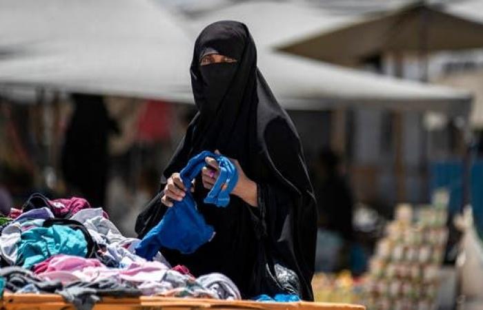 سوريا | مخيم الهول يغلي.. داعشيات يضرمن النار وطريق الهروب موصد