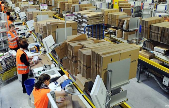 أمازون تؤكد الوفاة السابعة بين عمال المستودعات بسبب كوفيد-19
