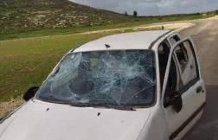 فلسطين | المستوطنون يهاجمون مركبات الفلسطينيين في حوارة