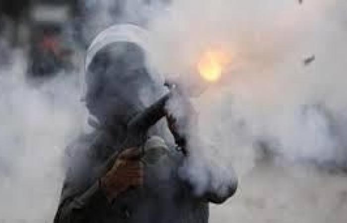 فلسطين | إصابة أم وأطفالها بالاختناق جراء استهداف جنود الاحتلال منزلهم بالغاز المسيل في كفر قدوم