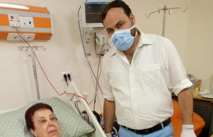 من مستشفى العزل.. أول صورة لرجاء الجداوي