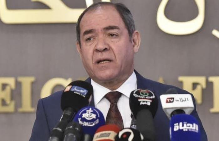 الجزائر تحذّر من التأزم العسكري بليبيا وتدعو لاستئناف الحوار