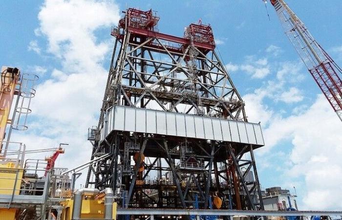 النفط يهبط جراء مخاوف حيال الطلب والتوتر حول هونغ كونغ