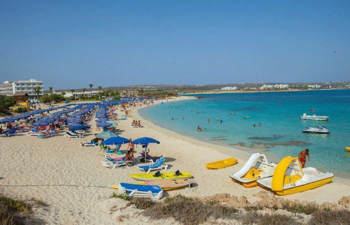 قبرص تغري السياح بتحمل نفقات رحلاتهم وعلاجهم إذا أصيبوا بكورونا