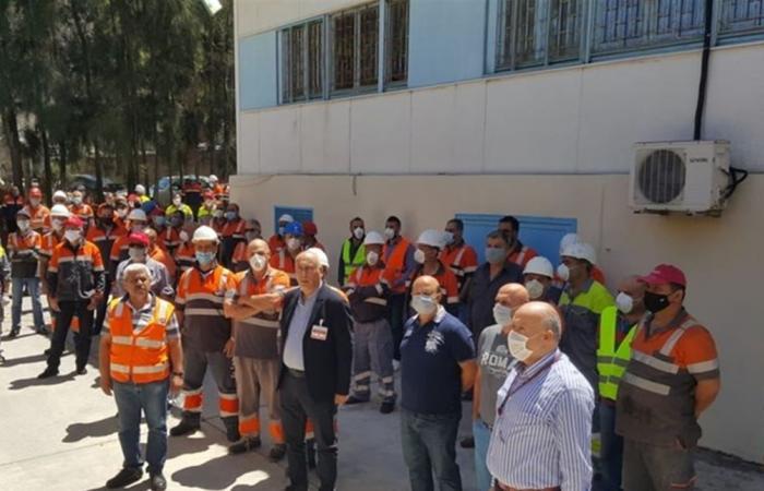 اعتصام لموظفي هولسيم وتلويح بتحركات تصعيدية