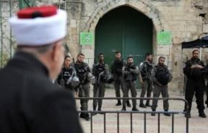 فلسطين | الاحتلال يُبعد الشيخ عكرمة صبري عن الأقصى مدة أسبوع