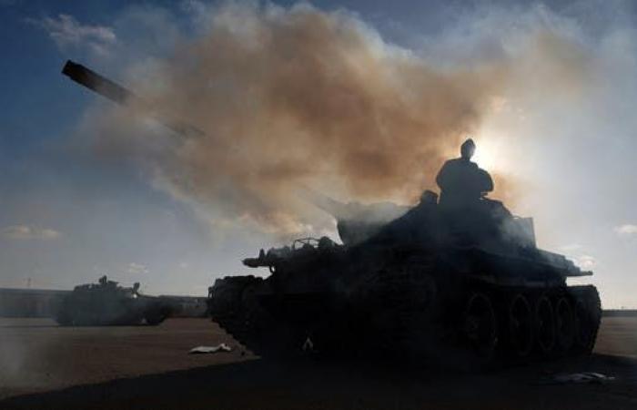 ليبيا.. اشتباكات عنيفة في محيط مطار العاصمة