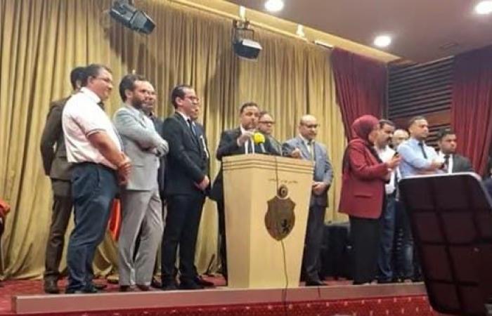 """حرض على """"العربية"""" فانسحب الصحفيين.. غضب من برلماني تونسي"""