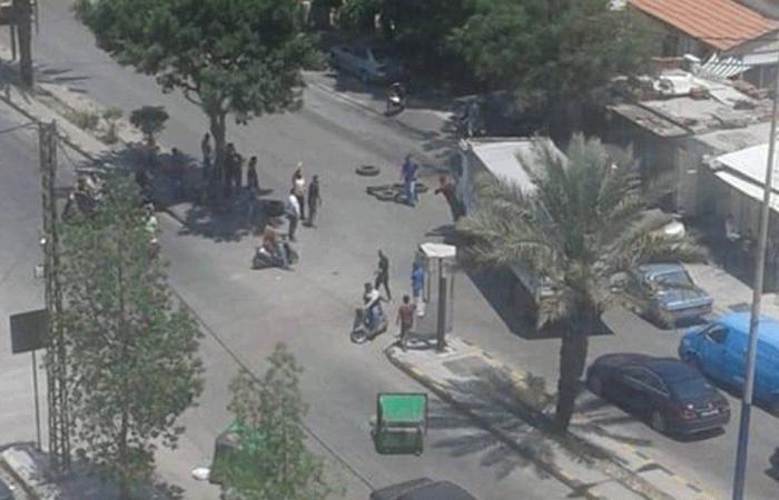 محتجون قطعوا أوتوستراد البداوي