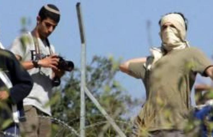 فلسطين | إصابة شاب في اعتداء للمستوطنين في بلدة دوما
