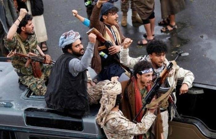 اليمن   شاهد.. ضبط عصابة تهريب أسلحة للحوثيين غربي اليمن