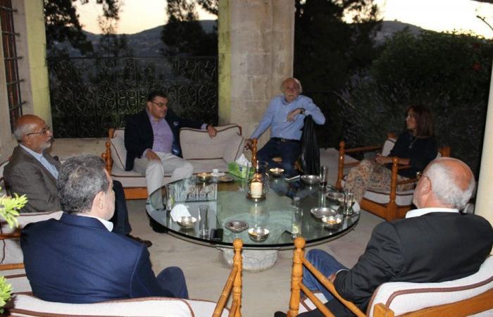 لقاء بين جنبلاط والسفير المصري في المختارة