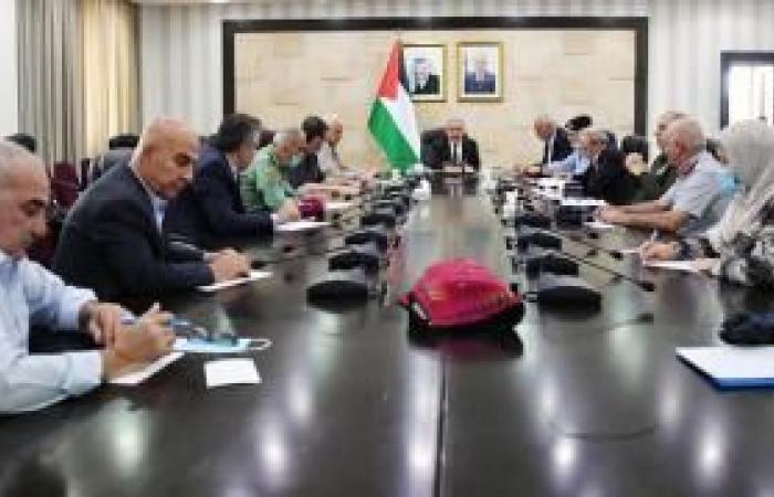 فلسطين | اشتية: تشديد إجراءات السلامة والوقاية وتفعيل لجان الطوارئ في المحافظات كافة