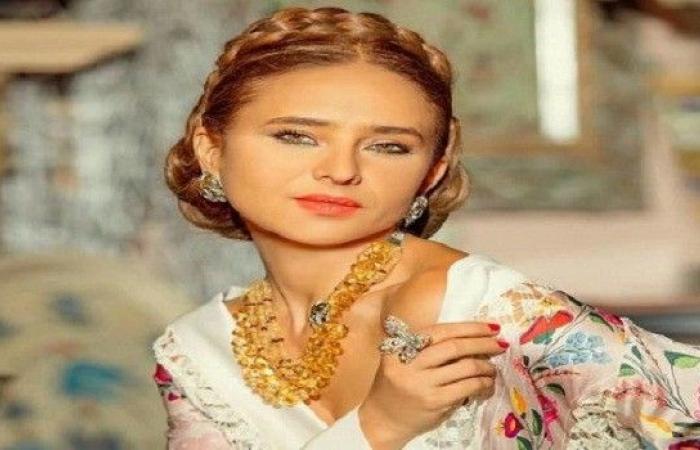 """نيللي كريم سعيدة باستمرار تعاونها مع كاملة أبو ذكري بعد نجاح """"بـ 100 وش"""""""