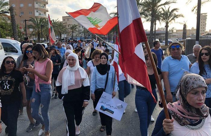 مسيرة احتجاجية لأمهات في صور