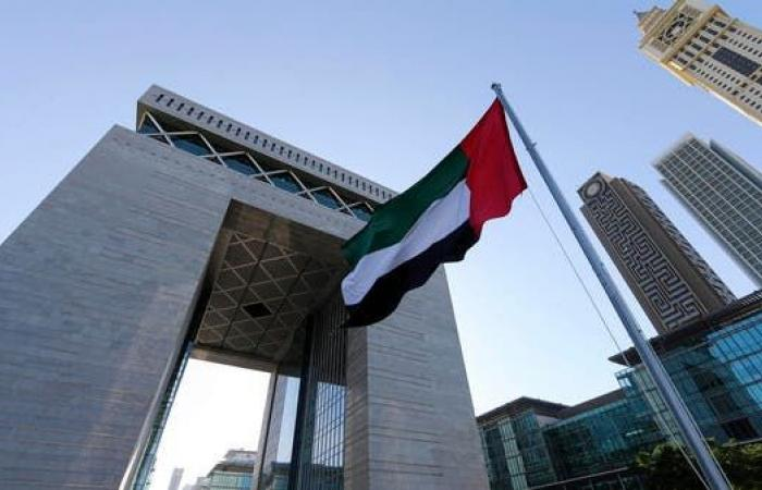 الإمارات: دوام جميع موظفي الحكومة بدءا من 5 يوليو