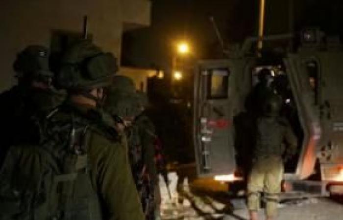 فلسطين | نادي الأسير: قوات الاحتلال تعتقل 10 مواطنين من الضفة بينهم فتى