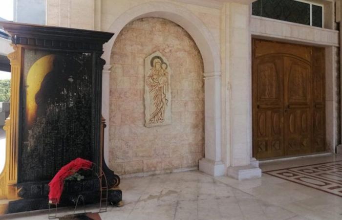 في عبرا… شمعة تسببت بحريق داخل كنيسة!
