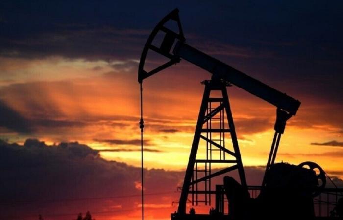 ايران مستعدة: خذوا النفط بالليرة!