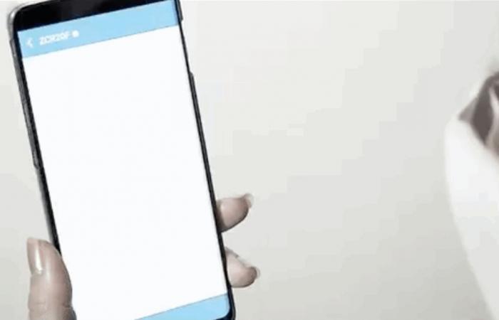 'كمامة ذكية' تترجم لـ 8 لغات ويمكنها الاتصال عن طريق الهاتف (فيديو)