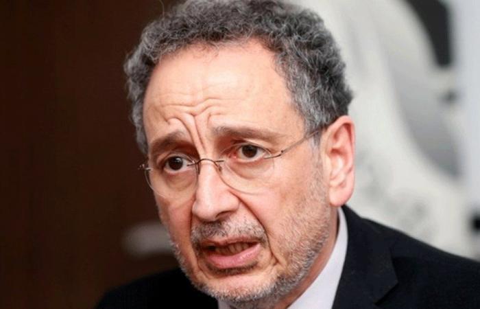 وزير الاقتصاد يوقع قرار رفع سعر ربطة الخبز