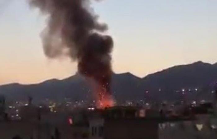 إيران | شاهد عالقين خلف النوافذ والنار تلتهم مركزا طبيا بطهران