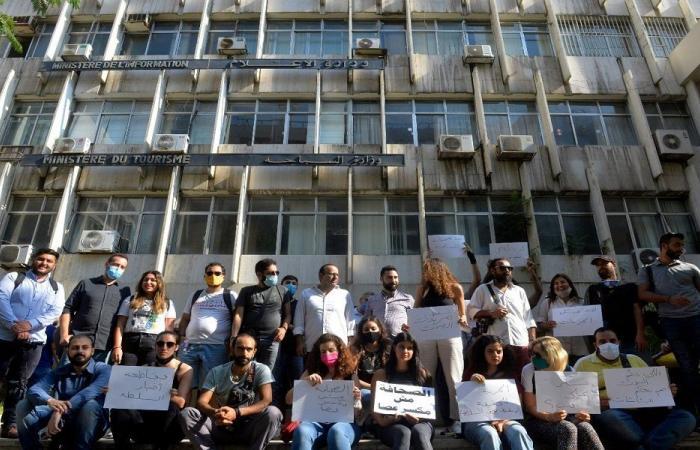 المصورون الاعلاميون نفذوا وقفتين أمام وزارتي الاعلام والداخلية