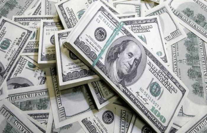 دولار السوق السوداء يستمر بالتحليق